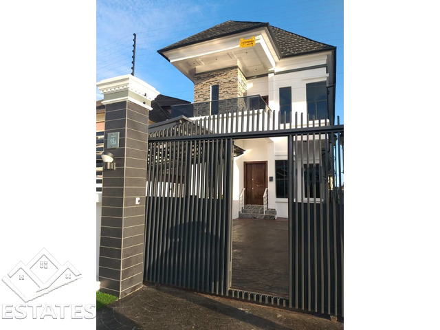 5bed rooms duplex, fully detached duplex Chevron Drive